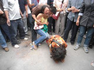 Sichuan_earthquake_victims_dujiangyan