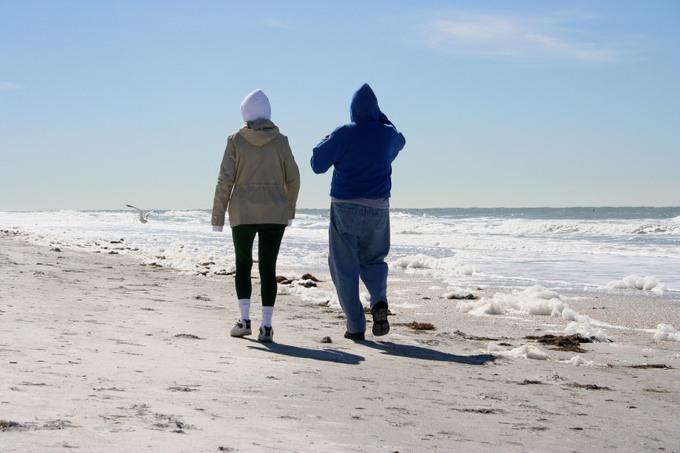 Couple_walking_1